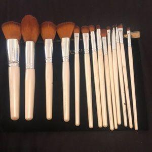 14 Coastal Scents Brushes